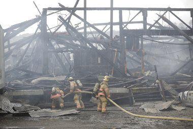 Some N. Portland fire debris contains asbestos, officials warn  #asbestos