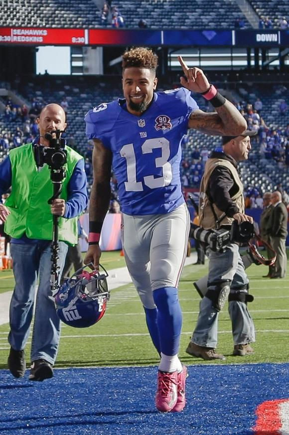 Giants vs. Falcons - Giants WR Odell Beckham, Jr. waving to the crowd at MetLife Stadium (10/5/14)