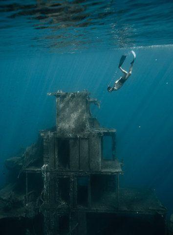 Es gibt nichts Intressantes hier/ Die Ruinen von Atlantis nur/ Aber keine Spur von dir