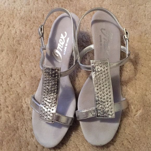 Onex silver dress sling backs size 5.5 Felt soles for supreme comfort. Bought at a shoe boutique in Boca Raton,  FL. Never worn outside. New condition. Low heel also for excellent comfort yet dressy. Bought for a wedding but never wore. Perfect shoes for every season. Size 5.5 Onex Shoes