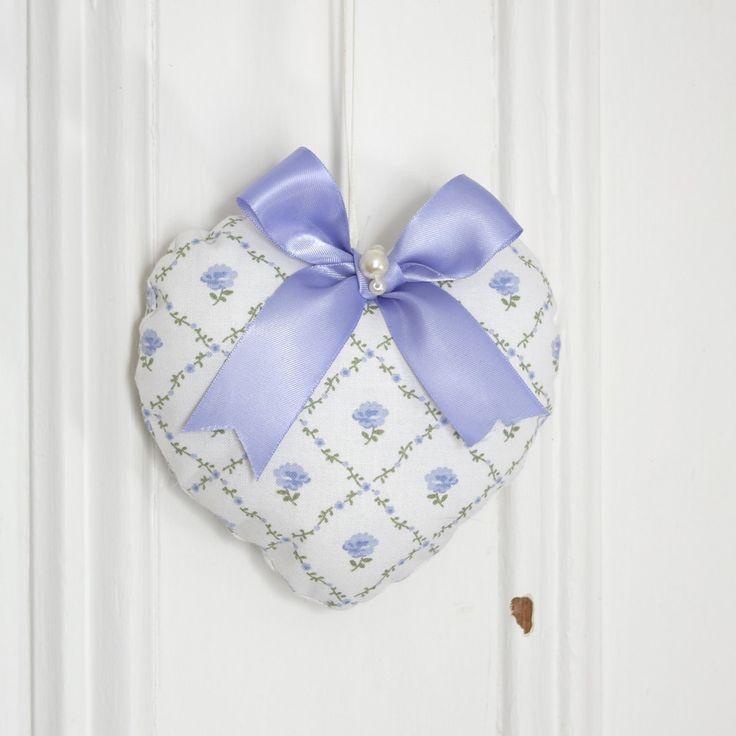 Fabric heart to hang Laura Blue Lavender Ornament Door hanger Victorian Decoration Lattice Flowers Small gifts for women de la boutique ChristineGrenier sur Etsy
