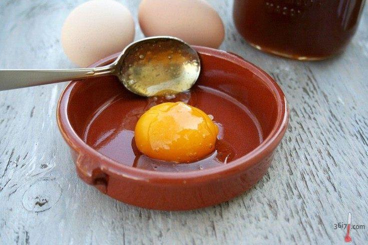 ЯИЧНЫЕ МАСКИ ДЛЯ ВОЛОС http://pyhtaru.blogspot.com/2017/01/blog-post_974.html  Яичные маски для волос!  - яйцо+молоко (для увлажнения и шелковистости волос)  - яйцо+лимонный сок (для блеска светлых волос)  - яйцо+мед (питание волос, для роста волос)  Читайте еще: ======================================= ОМОЛАЖИВАЮЩИЕ МАСКИ НА ОСНОВЕ КОФЕ http://pyhtaru.blogspot.ru/2017/01/blog-post_19.html =======================================  - яйцо+коричневый сахар (питание волос, для блеска темных…