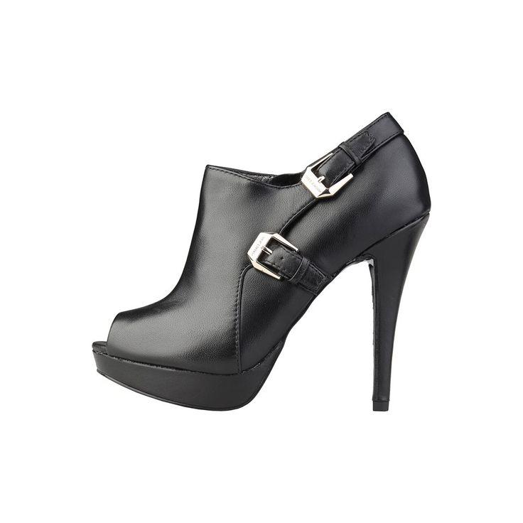 Zapatos vintaje de Versace Jeans Diseño cómodo y elegante. (Vintaje Versace Jeans Shoes comfortable and elegant design).