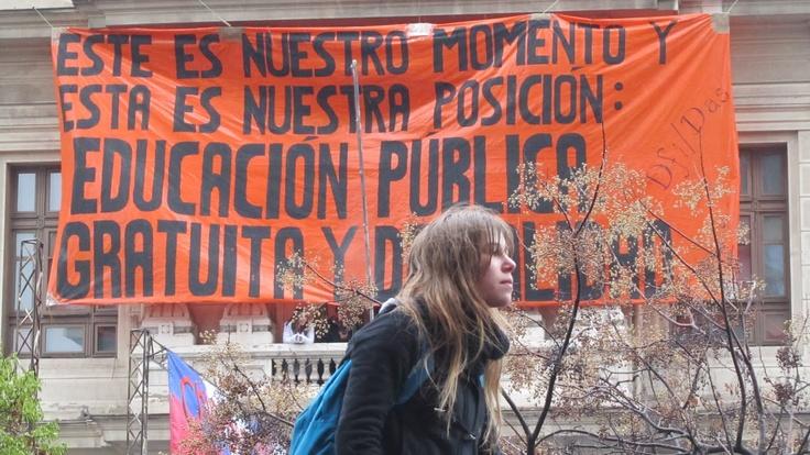 """El movimiento ya no es sólo estudiantil""""   #Educación gratuita y de calidad !    radio.uchile.cl/... #Educacion Universitaria - #Movimiento Estudiantil  #Chile"""