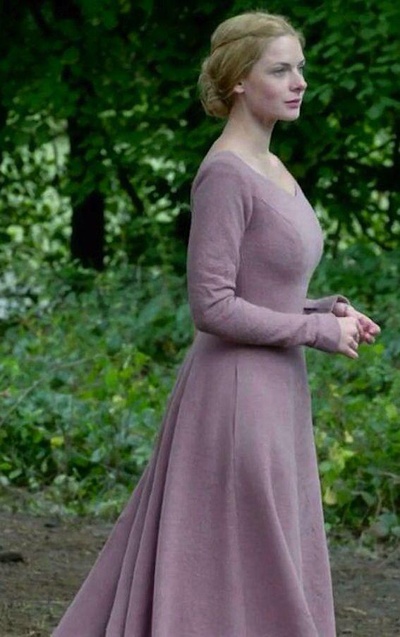 Elizabeth Woodville (Rebecca Ferguson) in The White Queen (2013)