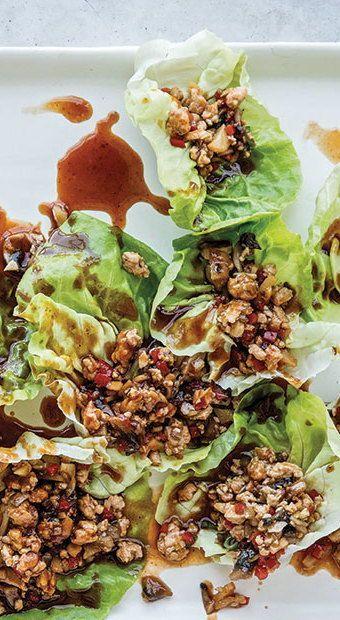 Questa ricetta per gli involtini di lattuga di pollo è il pasto salutare di Chrissy Teigen. #L …