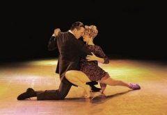 天神のアクロス福岡イベントホールでタンゴショータンゴ百年の拒絶と抱擁が4月1日土に上演されます アルゼンチンから来日するトップダンサーと日本を代表するタンゴクァルテットスペイン オペラ界屈指のテノール歌手によるダンスと音楽のタンゴショーを生で見るチャンス ぜひ足を運んでみてくださいね tags[福岡県]