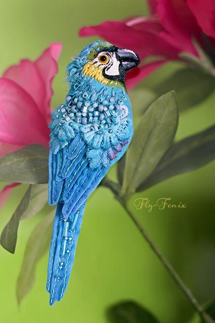Купить брошь - Сине-желтый Ара - птица, птичка, пташка, миниатюра, маленькая брошь, на платье