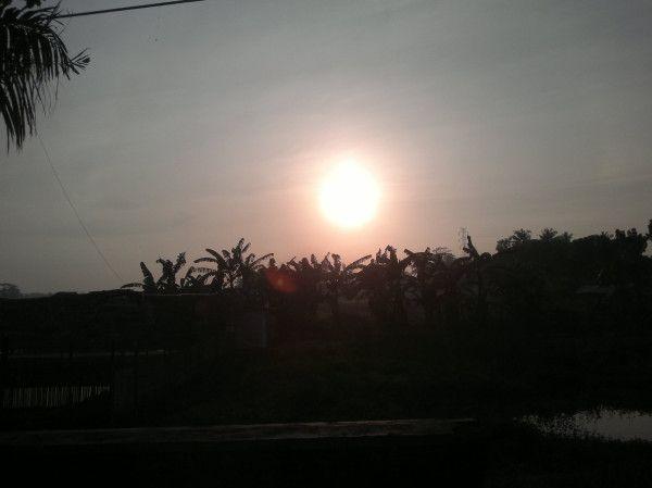 Sinarmu menyilaukan tapi sangat kurindukan. Matahari terbit di kotak kelahiranku, Cilacap. @pulkam #pulkam5