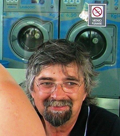 Leonardo Barucca - Il più grande poeta senigalliese vivente. Socio e compagno di mille imprese quasi tutte disperate. Titolare di lavanderia a gettone.