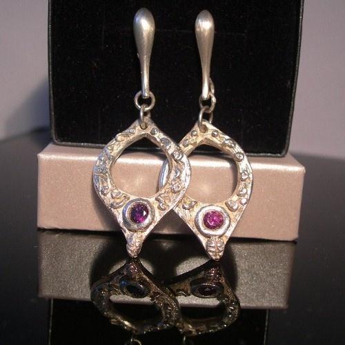 Koczyki ,srebro kształtowane ręcznie z cyrkoniami ametystowymi. Wykonane przez ;Lidia:)