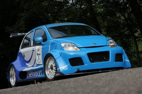 Chevrolet Matiz, known as Chevrolet Spark in India, had been converted into a track racer. Powered by a Corvette Z06 7.0L V8, this one-off track racing version of Chevy Spark is up for taking, online on eBay. Auction prices starting from as low as €43,000 (Rs 29.6 lakhs) and counting, for this Chevrolet Matiz / Spark Track Racer, which is hardly anything compared to its actual built value of €250,000 (Rs 1.72 crores) .