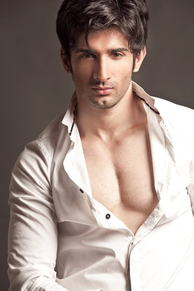Sidhant's debut movie is Badmashiyaan. It is a romantic comedy with a twist. The movie is produced by VRG motion pictures, directed by Amit Khanna. Sidhant's character as Dev in Badmashiyaan is a hopeless romantic who always wears his heart on his sleeves. The cute guy every girl would love to take home
