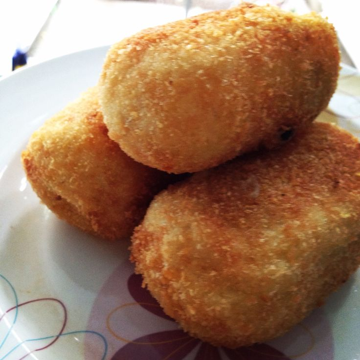 Kroket! Fried Mash Potato with Chicken and Vegetables Inside