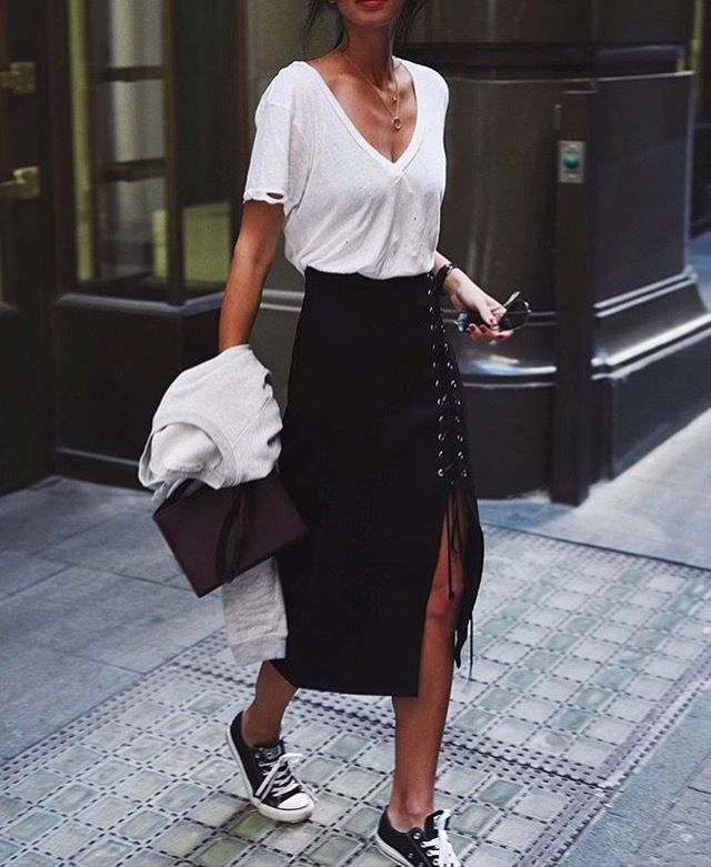 My favourite look! T shirt tucked into a pencil skirt worn with sneakers. Comfy and so chic! WOMEN'S ATHLETIC & FASHION SNEAKERS http://amzn.to/2kR9jl3
