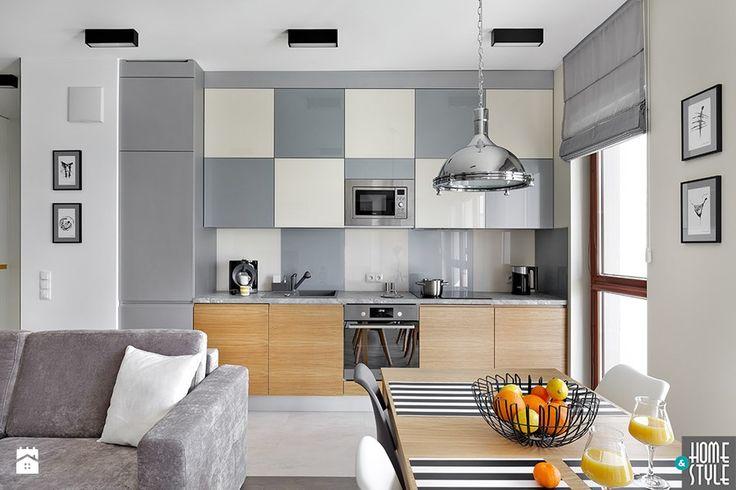 REALIZACJA mieszkania w stonowanych kolorach z żółtym dodatkiem - Mała otwarta kuchnia jednorzędowa w aneksie, styl nowoczesny - zdjęcie od HOME & STYLE
