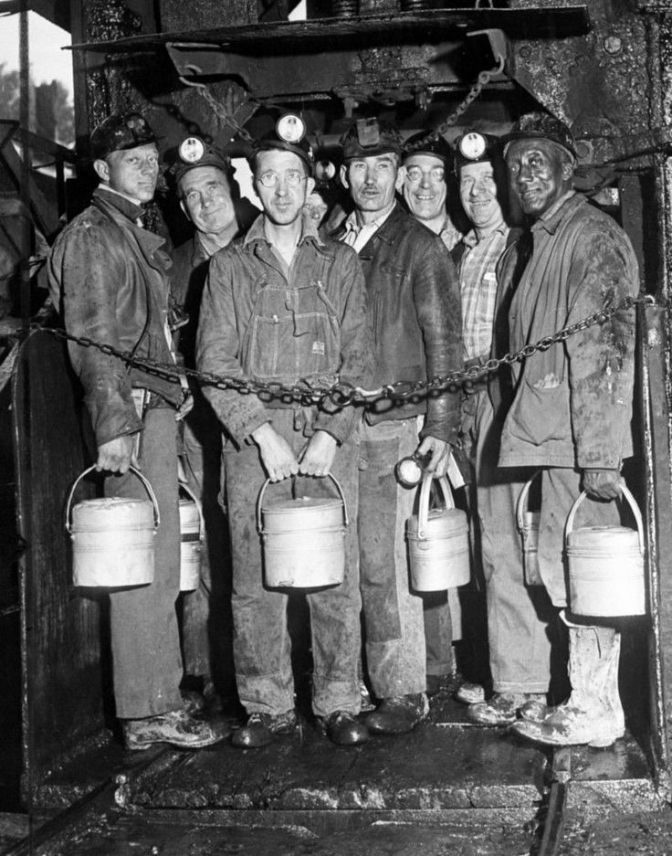 KENTUCKY COAL MINERS 1930 PHOTO FUEL OIL LANTERNS COAL DUST MINING ...
