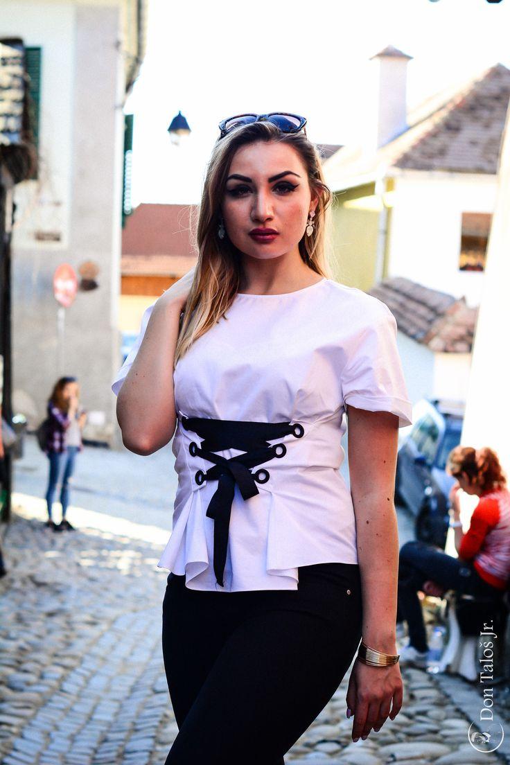 ' She got the power in her hands, to shock you like you won't believe '   # http://jurnaldefotografie.talosdarius.ro/2017/04/05/oamenii-care-nu-se-gandesc-la-viitor-nu-au-un-viitor/