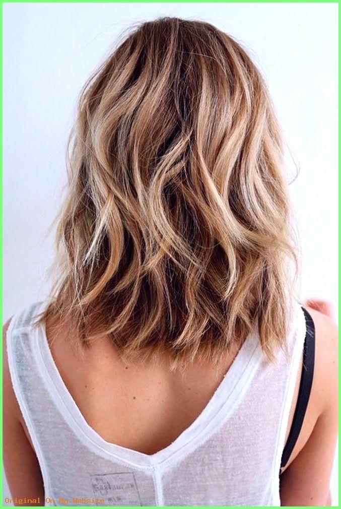 Haarschnitt Mittellang Frauen Super Layered Haarschnitte Mit Mittlerer L Wellen Haare Frisur Naturlich Gewelltes Haar Schone Frisuren Fur Schulterlange Haare