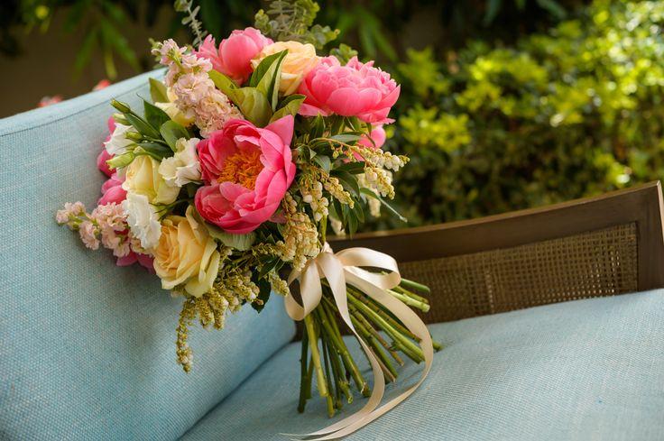 White Posie image, coral peonie bouquet, bright bouquet, peonie, peach rose, andromeda