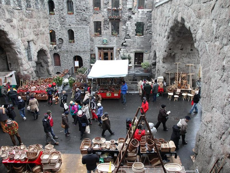 Every year, on 30 and 31 January, Aosta renews the ancient medieval tradition of San Orso's fair, which had been the largest craft market in the region for centuries and has now added on cultural and traditional folklore events.