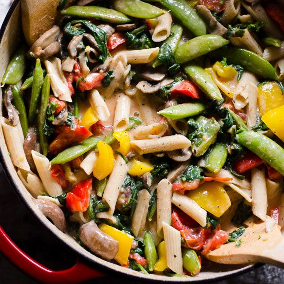 Vegetable Florentine Pasta recipe with grape tomatoes, snap peas, bell peppers, mushrooms, lighter Greek yogurt pasta sauce and wholesome pasta. | ifoodreal.com