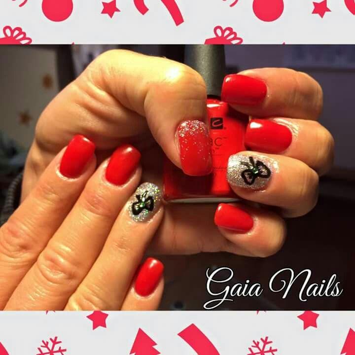 Ricostruzione in acrilico rosso con nail art