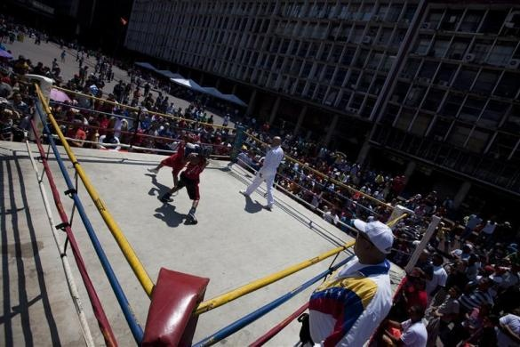 Children exchange punches during their fight in a Olympics-style street boxing championships in Caracas February 19, 2011.  REUTERS/Carlos Garcia Rawlins