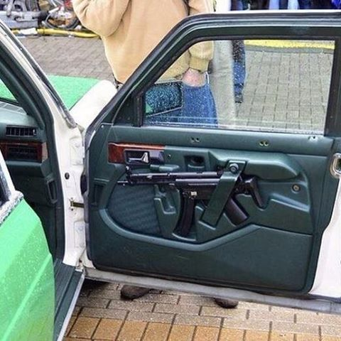 The photo above is of a German police car with an MP5 stowed in a custom molded door. However this is not a traditional method of storage for MP5s in German police cars.