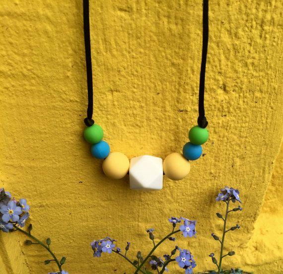 Nursing Necklace: Forget-me-not por LuluBabyFriendly en Etsy