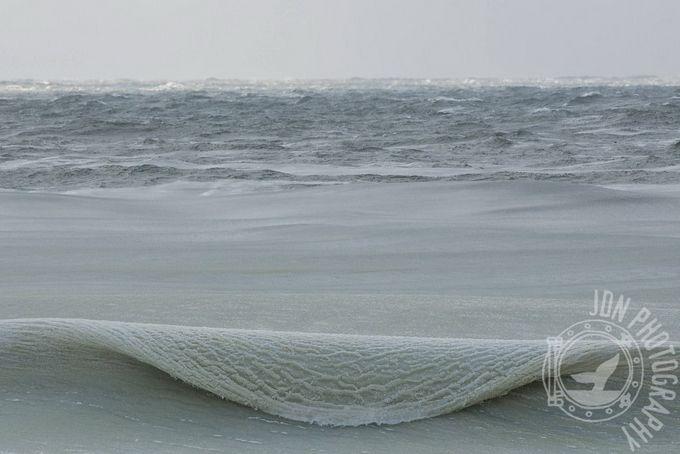 Замёрзшие волны у берегов острова Нантакет