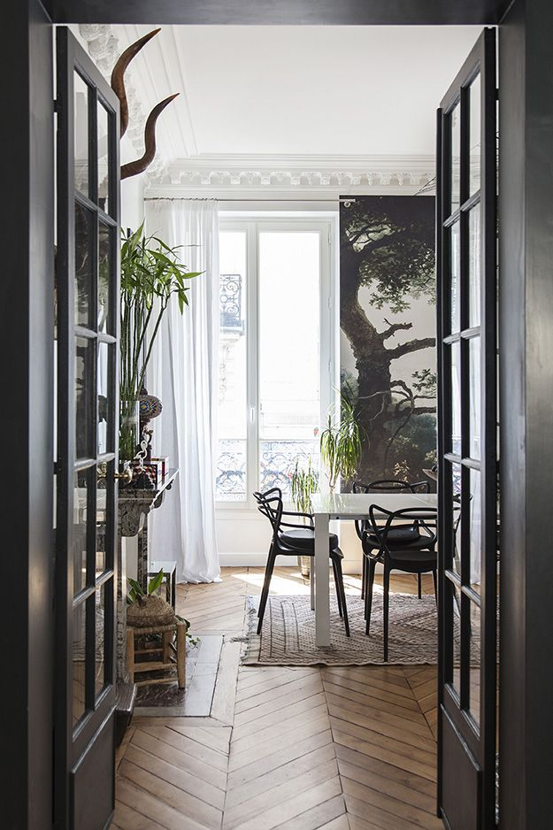 I am hopelessly in love with this 110m² apartment in Paris' 9th arrondissement. It mak...