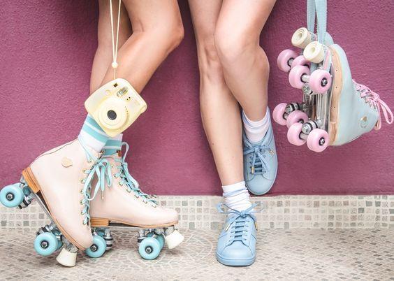 Patinar en línea mola, pero con patines de cuatro ruedas ya ni te cuento, además mirad ¡qué bonitos son! Así que… si te vas a caer algún día… ¡al menos que sea con estilo! #rollerskates #girls #loveit