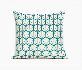 http://www.mademoiselledimanche.com/coussins/238-coussin-original-fragments-bleu-motif-geometrique.html