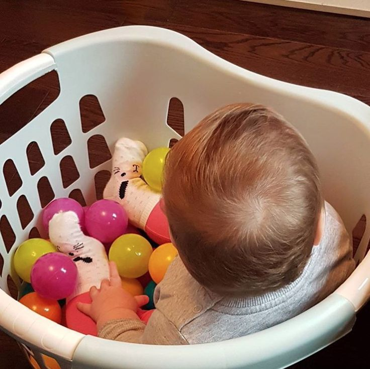 Want to make your own ball pool? All you need is a laundry hamper and a few plastic balls. | All Parents With Young Kids Should Know About These 23 Hacks