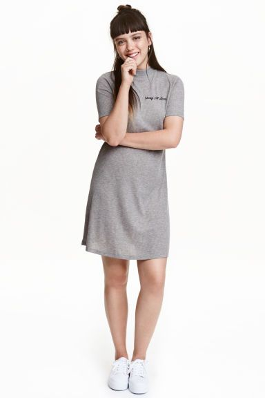 Turtleneck jersey dress: Short, A-line dress in soft jersey with a turtle neck and short sleeves. Unlined.
