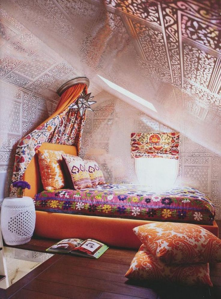 Bedroom , Chic Boho Bedroom Ideas : Attic Chic Small Boho Bedroom Ideas With Canopy And Star Hanging Lamp With Unique Wall Pattern And Bedding For The Bed And Pillow And Roman Shade