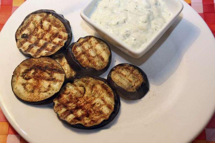 Pour accompagner vos saucisses/merguez, testez les aubergines poêlées. Lavez et coupez 2 aubergines ... - 750 grammes