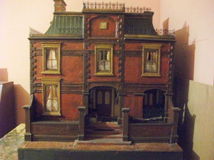 For Sale - Lovely hand made dolls house for sale - The Dolls House Exchange. Nice old looking dollhouse, great style and detail. .....Rick Maccione-Dollhouse Builder www.dollhousemansions.com