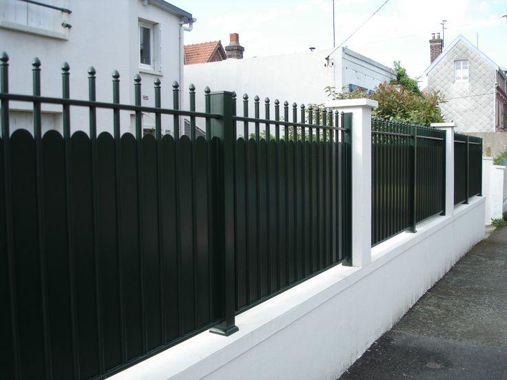 Pose de clôture en aluminium type fer forgé
