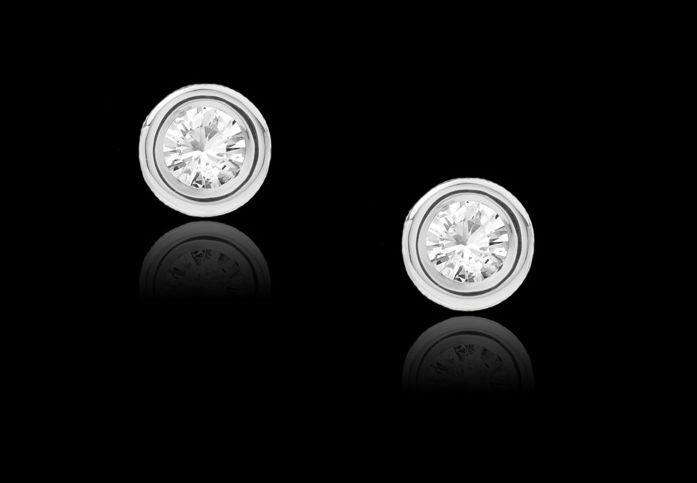 Concurs: Femina.ro s-a relansat si iti ofera cadou o pereche de cercei cu diamante!