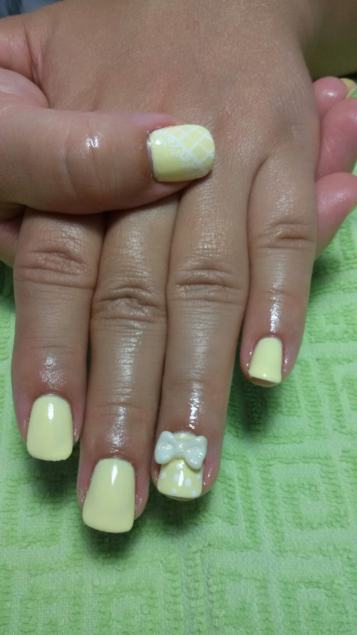 3d bow...yellow nails with lace!!!