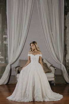 Sarah  Silhouette: Ball gown Neckline: Sweetheart Sleeve: Off the Shoulder Decoration: Lace applique and tulle skirt Train: 2m