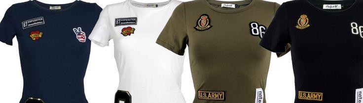 Dit jaar hebben wij ons #assortiment uitgebreid! Naast #jassen vind je dit jaar ook een steeds groter wordend assortiment aan shirts, broeken, rokken en jurken op onze website. Éen van onze laatst toegevoegde kledingstukken zijn de #dames #t-shirts met #patches. Deze hebben wij in zowel lange als korte #modellen.