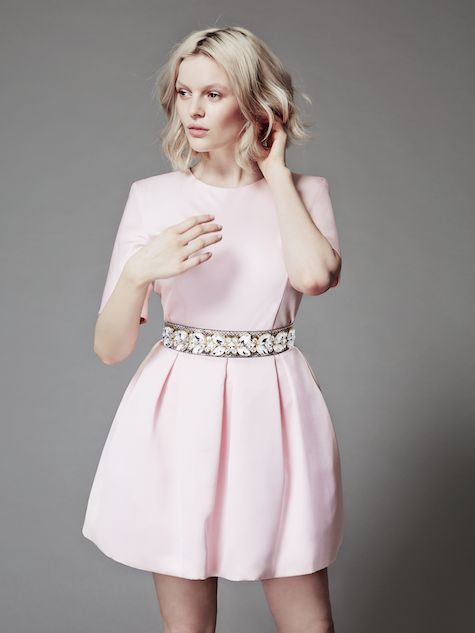 Welcome to piqyourdress.com, a mix & match concept for evening wear and accessories!   Anna is wearing Ava-Lou in marshmallow pink with a crystal belt in natural.  What`s your piq?
