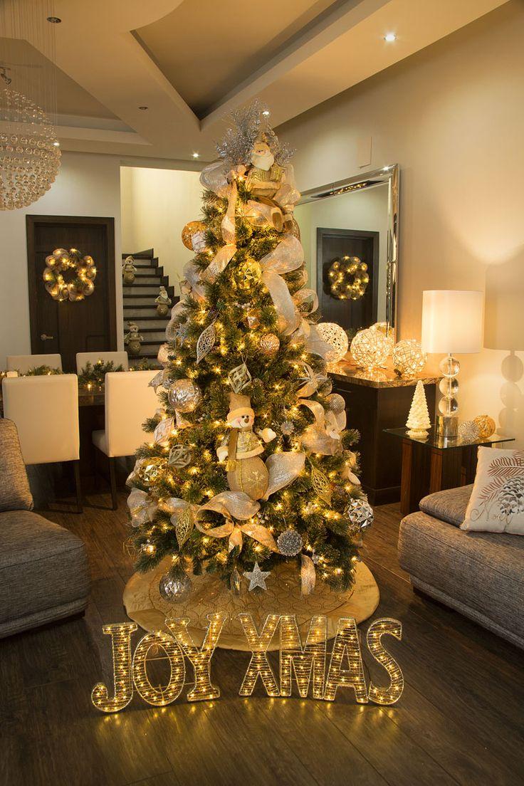 Nuestra colección navideña GLITZ se distingue por sus figuras con acabados texturizados en tonos dorado y plateado, para una Navidad elegante llena de luz. Haz clic y conoce la colección completa. #Navidad #Decoracion #Tendencias #interior