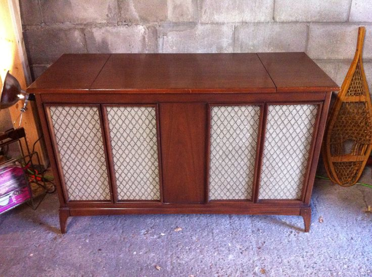 70's Phillips stereo. Works great.  pacificjunctionshop@gmail.com