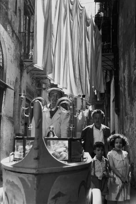 Rene Burri, Ice cream vendor, Naples, 1956