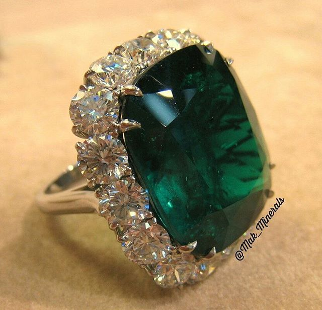 It was magnificent columbian emerald ring made by order for a valued customer #nofilter #emerald #goldring #forsale #highendjewelry #jewelry #fashionjewelry #fashion #luxury #jewels #hautejoaillerie #gemstones #gem #gemporn #crystal #crystalhealing #birthstone #cannes2016 #healingstones #ruby #diamonds #sapphires #geology #instaring #instajewelry #instagood #dubai #weddingring #hollywood #pakistan