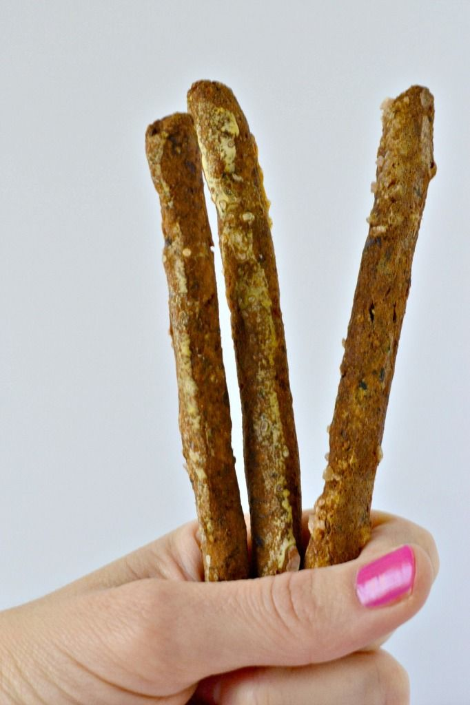 Zelfgemaakte korrelvrije pretzelstokken die toevallig ook gistvrije zijn.  Je zult niet geloven hoe goed ze smaken!